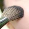 Comment appliquer le maquillage sur les yeux proéminents