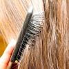 Comment couper une frange de cheveux longs