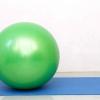 Comment faire un exercice de pont avec un ballon d'exercice