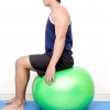 Comment faire un étirement du quadriceps avec un ballon d'exercice