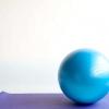 Comment faire un genou tuck ballon de stabilité