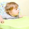 Comment nourrir un bébé ou de la nourriture solide infantile