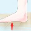 Comment fixer les pieds plats, des douleurs des orteils et la voûte tombée