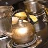 Comment faire de la double crème, la cannelle et cerises chocolat chaud