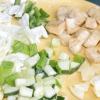 Comment faire une salade de tofu et de la soupe de poulet