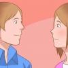 Comment savoir si un gars timide te aime à l'école secondaire