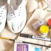 Comment faire une vieille paire de chaussures blanches simples look funky ou froid