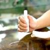 Comment enlever la cire à partir d'un dessus de table en verre