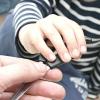 Comment apprendre à un enfant à utiliser des ciseaux