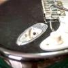 Comment serrer une prise d'entrée en vrac sur une guitare stratocaster