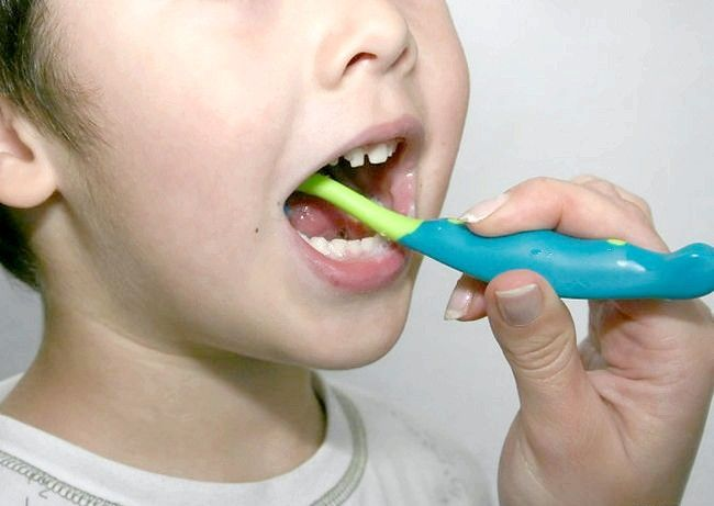 Brush enfants' Teeth Step 4.jpg