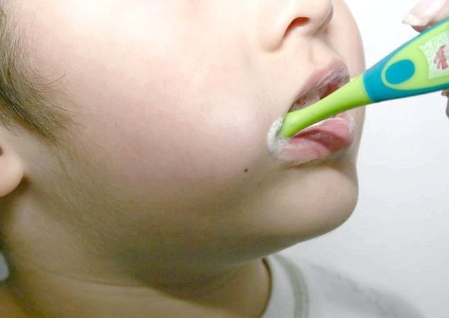 Brush enfants' Teeth Step 6.jpg